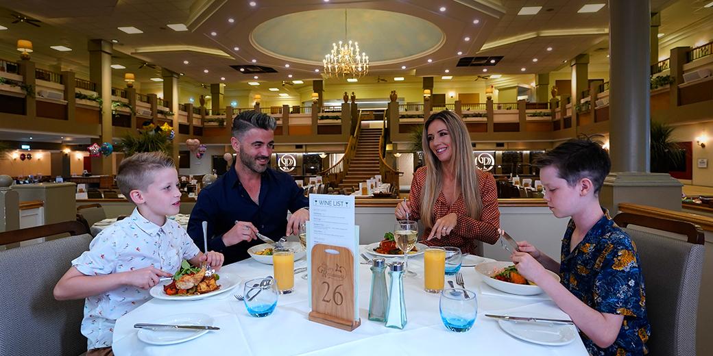 Family enjoying food at Potters Resort